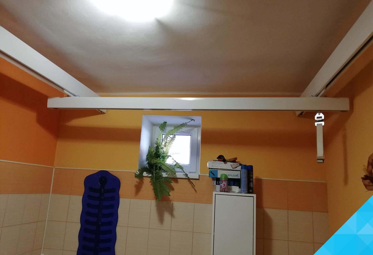 Stropný zdvihák do kúpelne